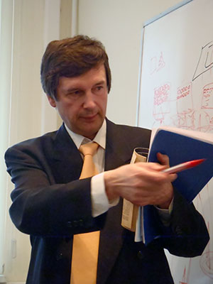 Александр Букалов ведет обучающий курс по соционике