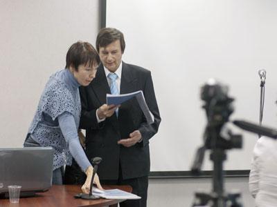 Александр Букалов и Ольга Карпенко готовятся к лекция о соционике в Школе молодого политика