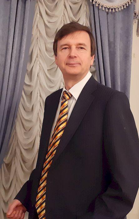 Александр Букалов во время лекции по соционике в Доме ученых