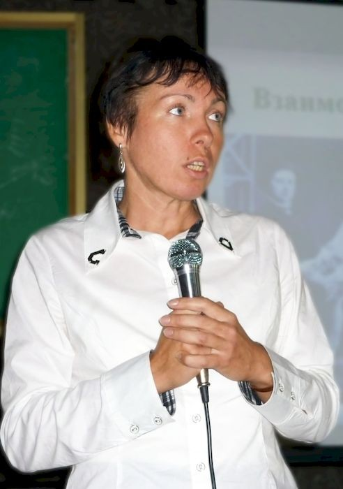Ольга Карпенко выступает на Международной конференции по соционике
